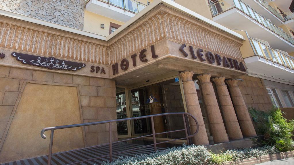 77f78-foto-entrada-hotel-cleopatra.jpg